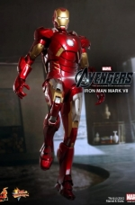 iron-man-hot-toys-02