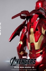 iron-man-hot-toys-14