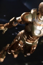 hot-toys-midas-iron-man-mark-xxi-1-6-scale-figure-toy-fairs-exclusive-04-jpg