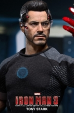 tony-stark-iron-man-3-hot-toys-07