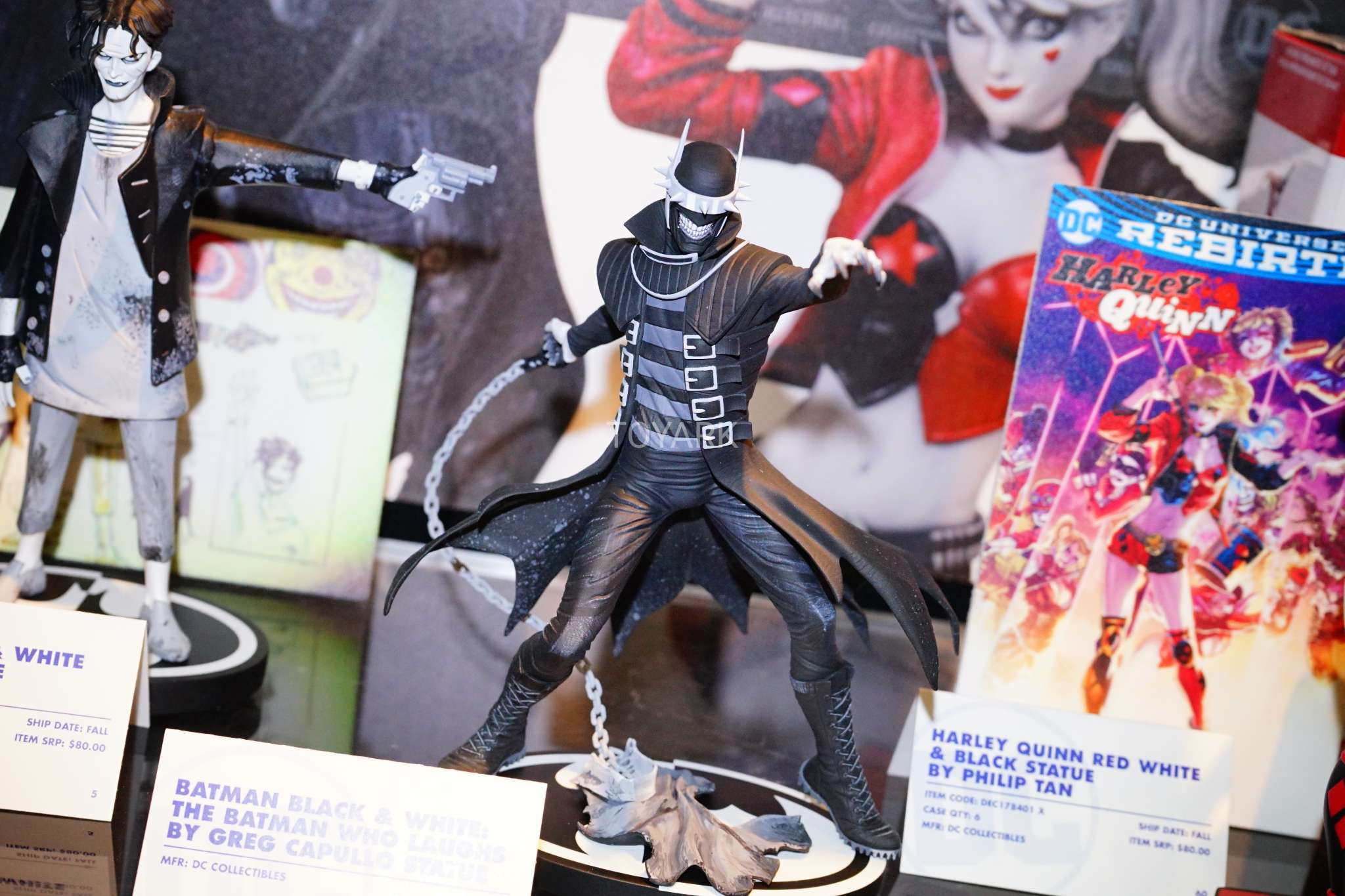 Toy Fair 2018 - DC Collectibles - Batman Black and White - Batman que Ri