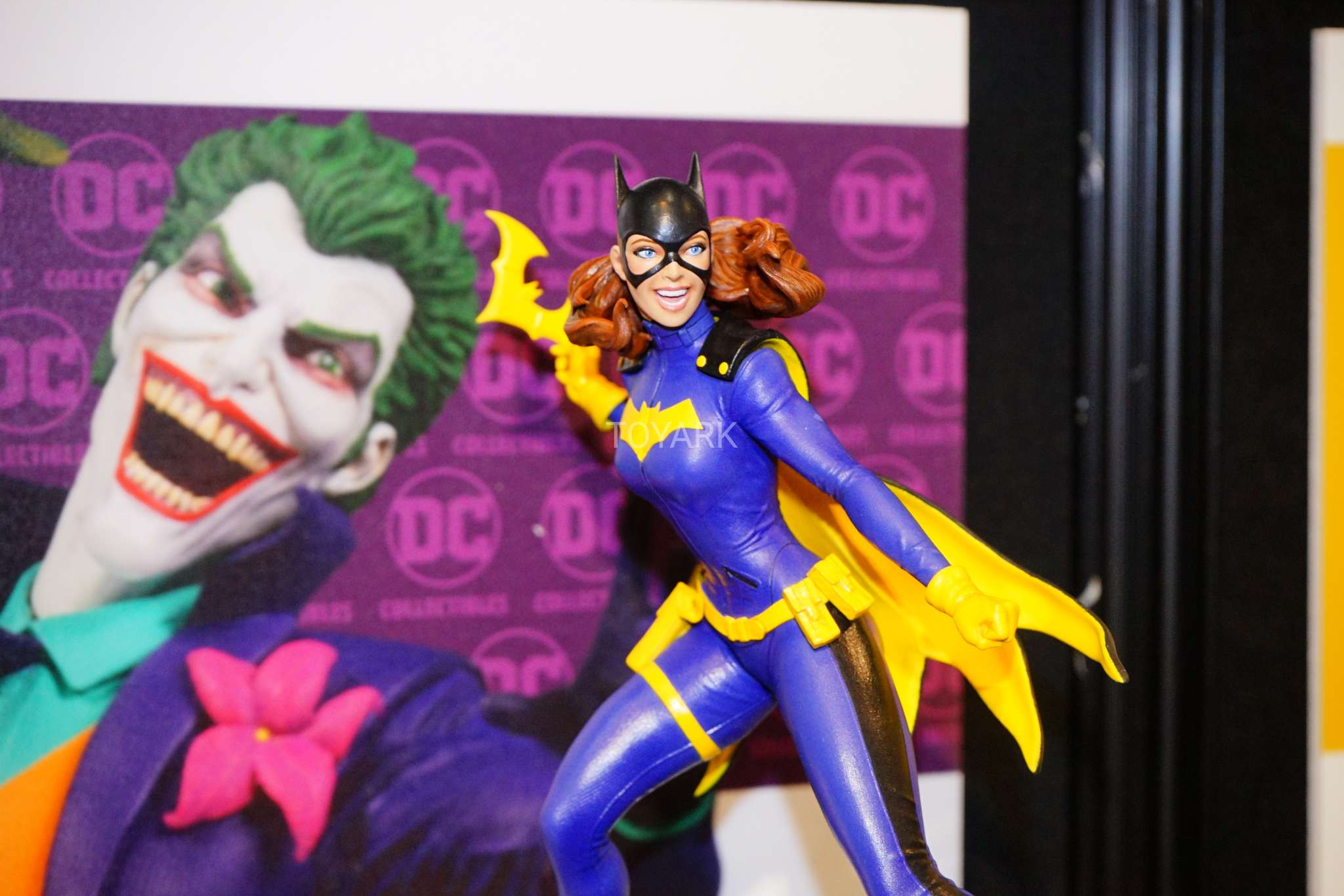 Toy Fair 2018 - DC Collectibles - Batgirl em PVC