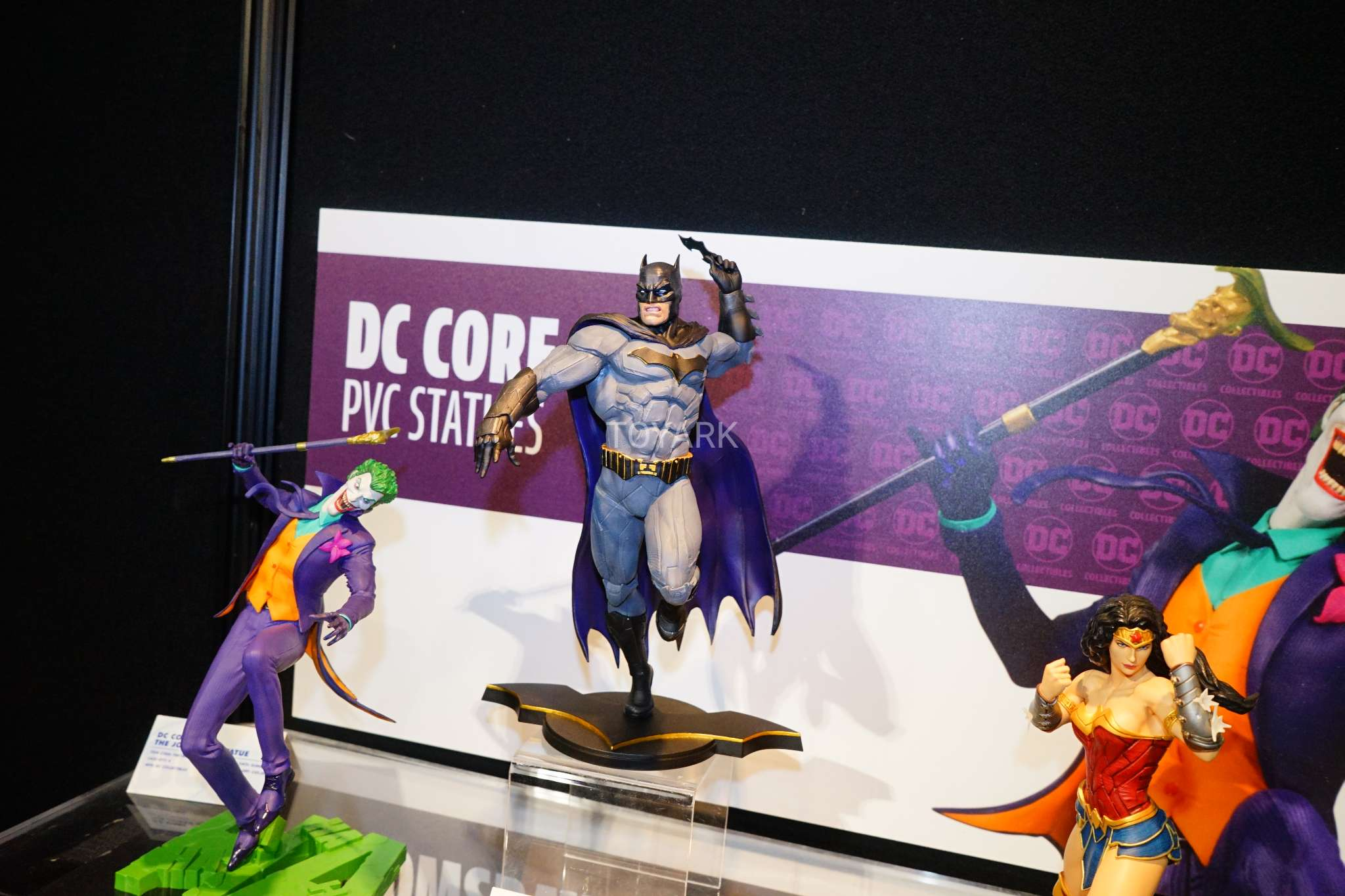 Toy Fair 2018 - DC Collectibles - Batman em PVC