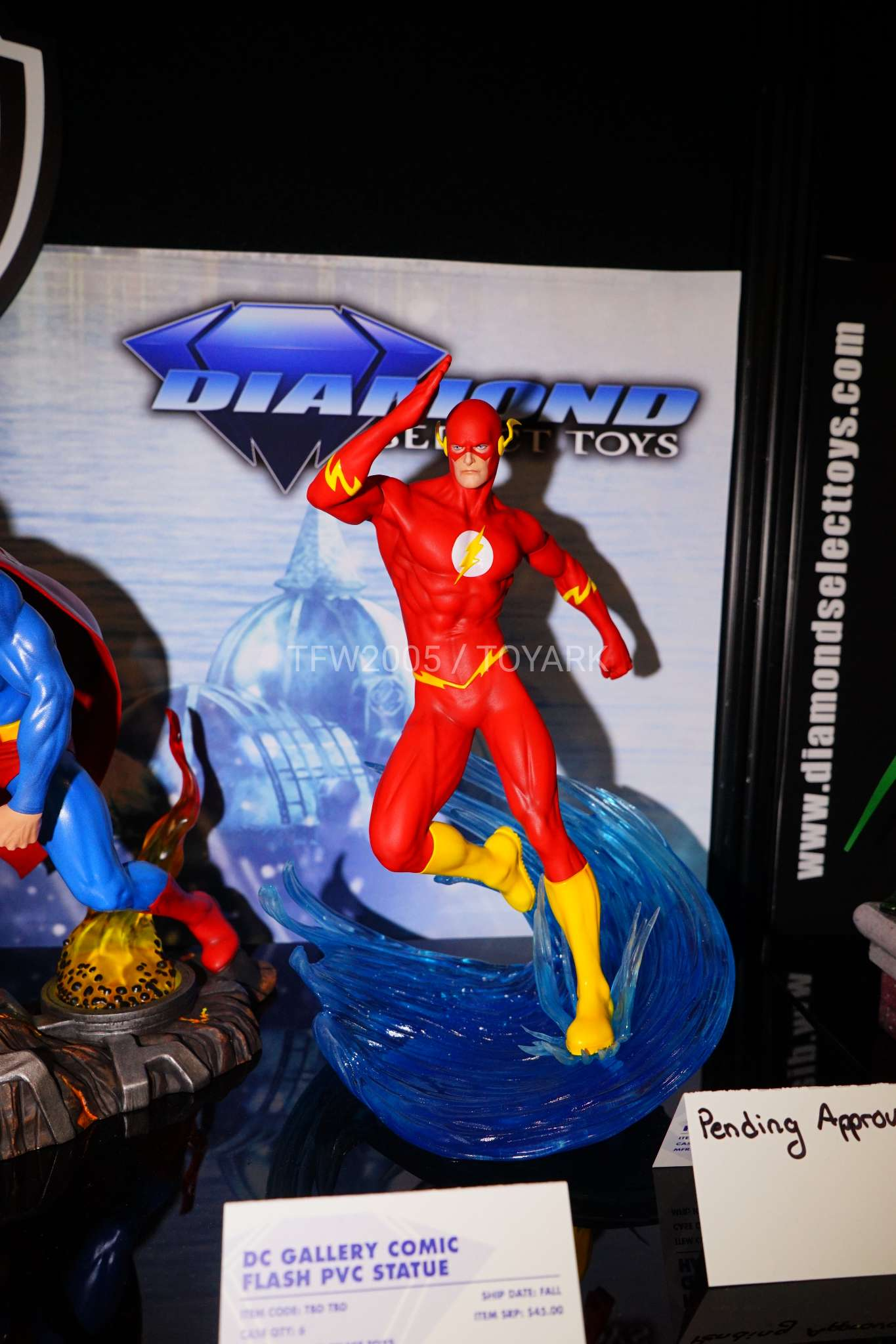 Toy Fair 2018 - Diamond Select - Flash