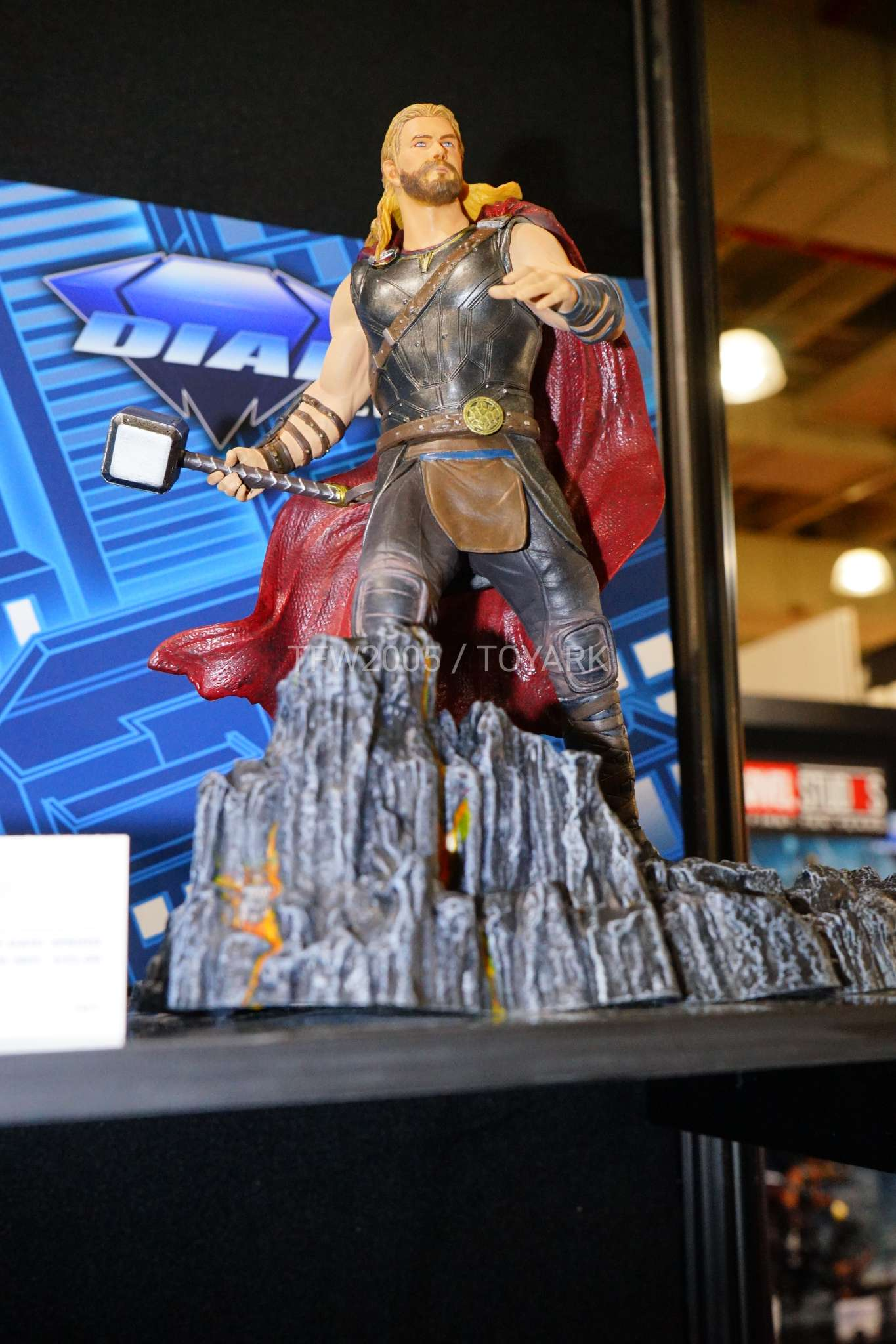 Toy Fair 2018 - Diamond Select - Thor Ragnarok