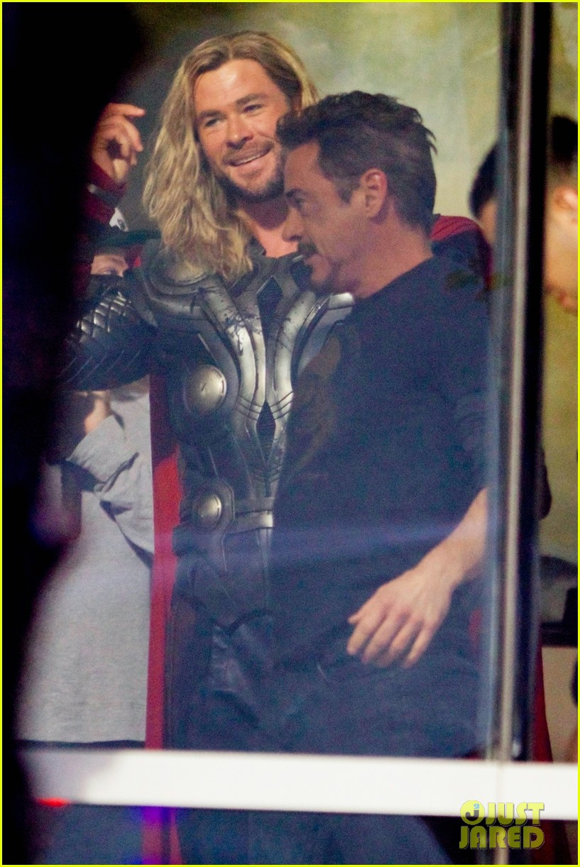 Fotos do set de filmagem de Vingadores 4 - Tony Stark e Thor