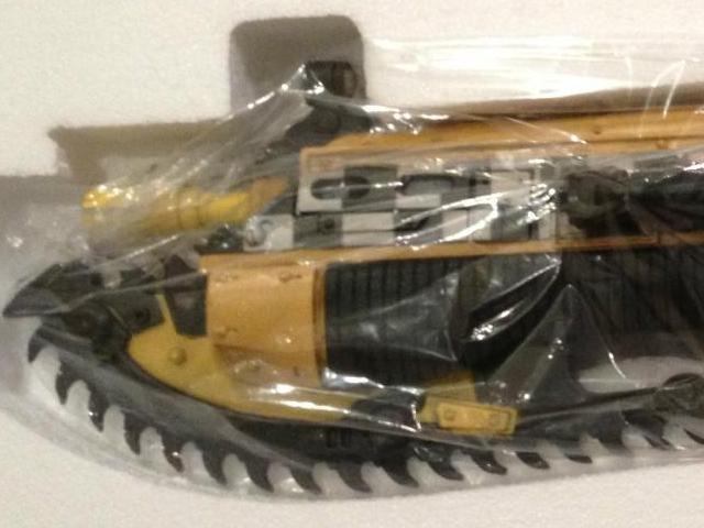 gears-of-war-lancer-taxi-01